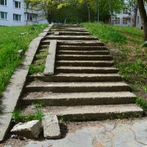 Schodisko Karpatská - Javornícka pri materskej škole